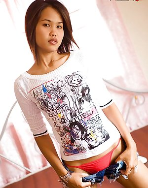 Japanese Teen in Jeans Pics