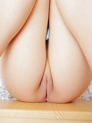 girls spread ass nude
