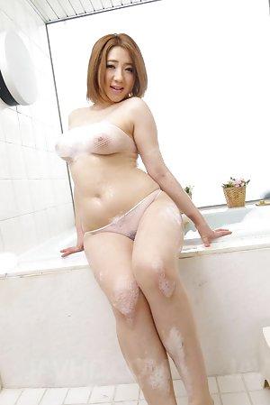 Japanese Teen in Bath Pics